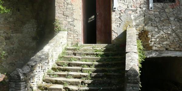 Acceso alla Chiesa nel Castello di Mongiorio
